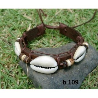 Leather bracelet with sea shell
